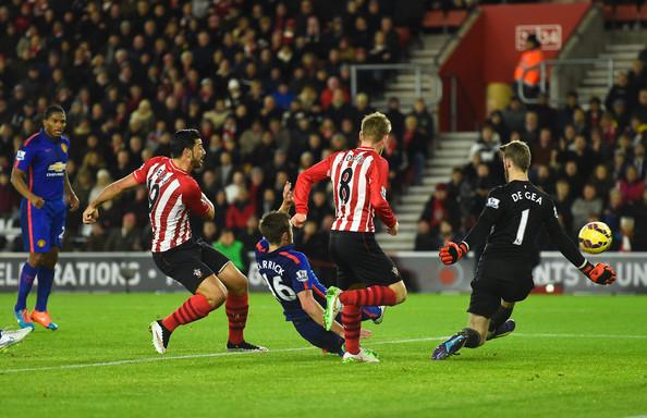 Graziano+Pelle+Southampton+v+Manchester+United+AlOYbbPGCeEl