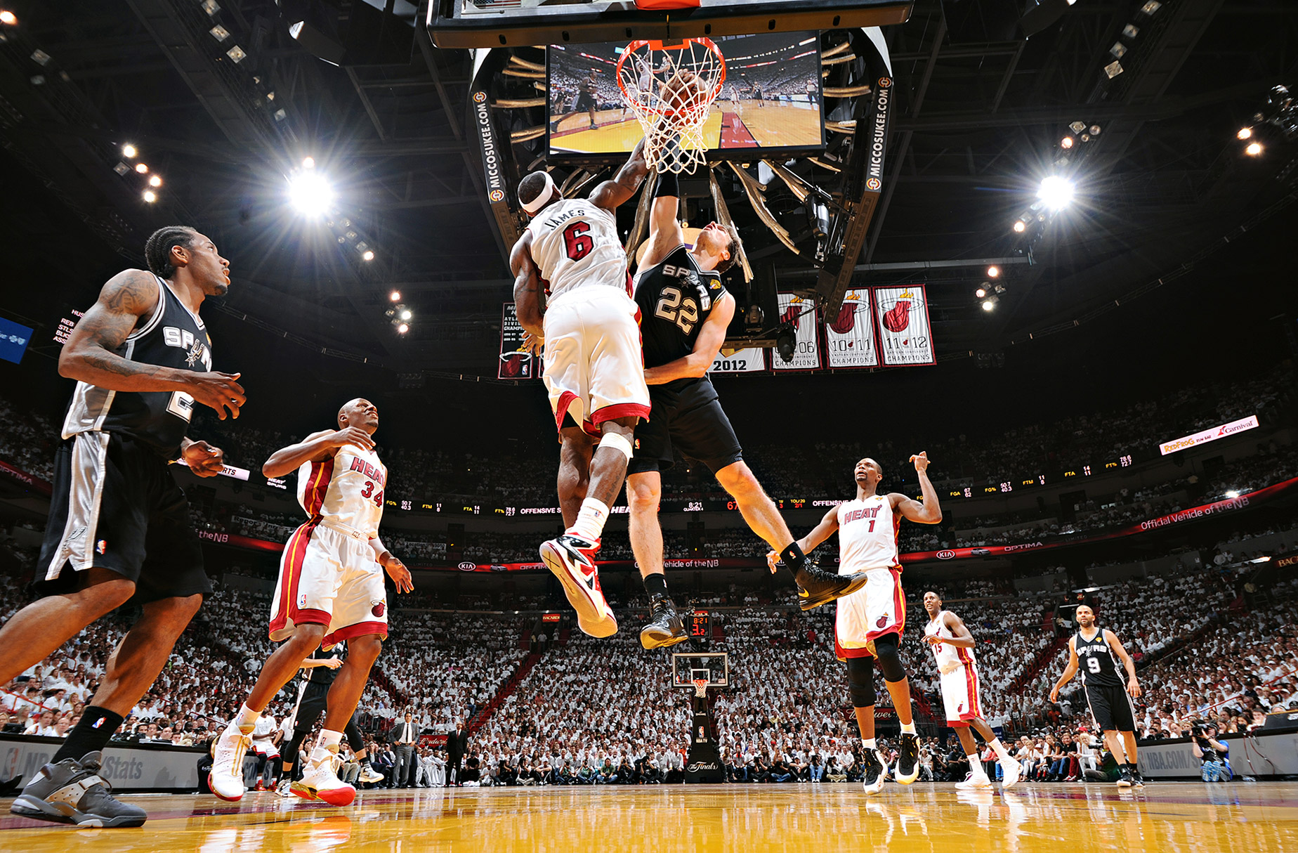 nba_lebron_splitter_block_15