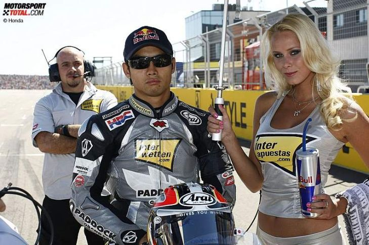 MotoGP-2012-MotoGP-in-Alca-iz-Girls-Hiroshi-Aoyama-Interwetten-729x485-596cab5fb35925a5